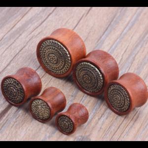 dřevěný plug do ucha s motivem