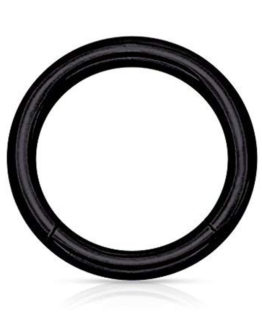 černý piercingový kroužek